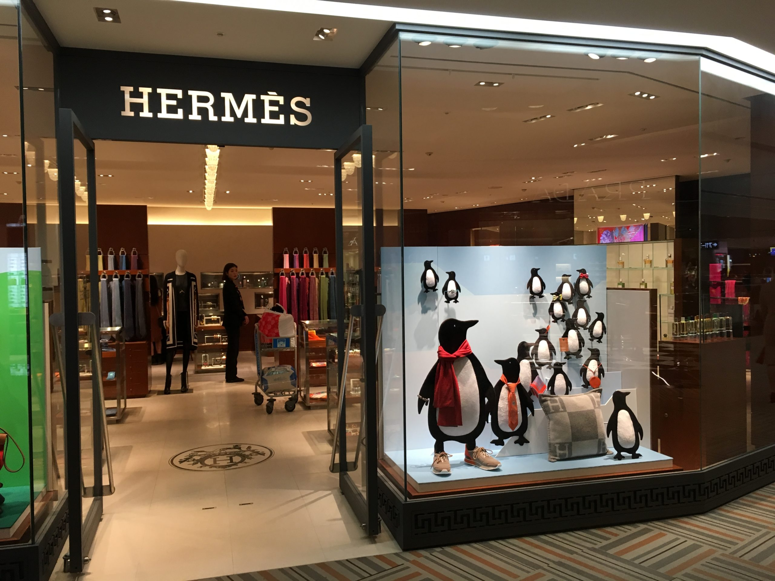エルメスにいたペンギンさん(HERMES 成田第2ターミナル店)